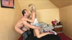 Nimble blonde cutie spreads herself wide to take it in her tight ass