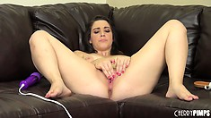 Noelle Easton likes rubbing her snatch but using the vibrator is scintillating