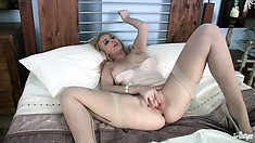 Platinum-haired blonde makes herself scream with her fingers