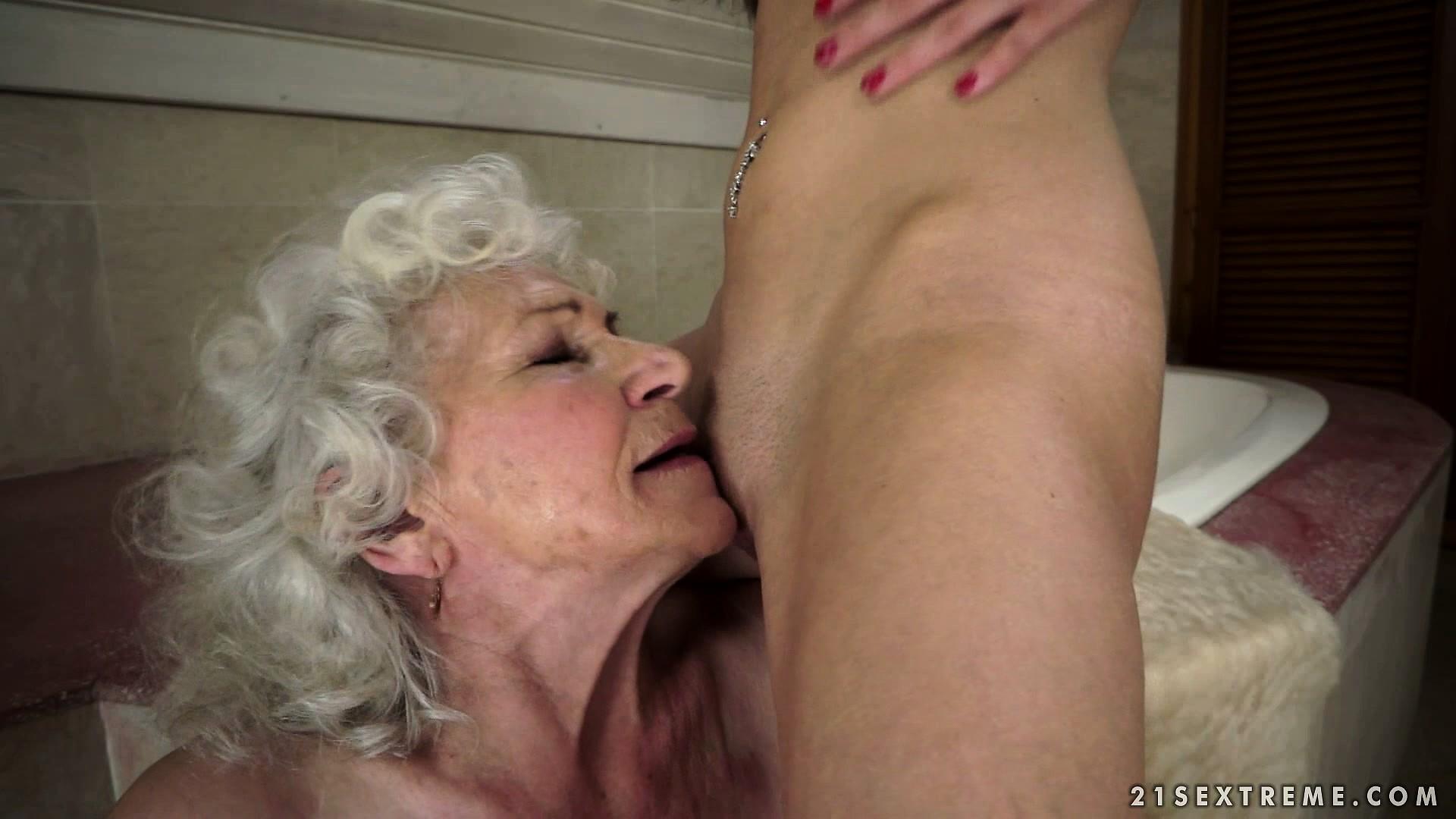 Oral sexe love granny