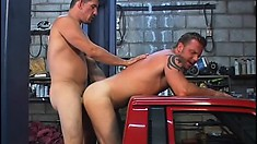 Mechanic gives a hick the best sex of his life for a discount